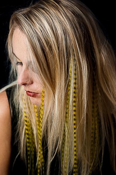 Plume grizzly 25 35 cm jaune - Plume dans les cheveux ...